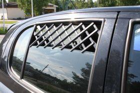 Tuuletusritilä auton ikkunaan